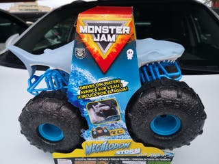 Monster Jam, Megalodon anfibio teledirigido.