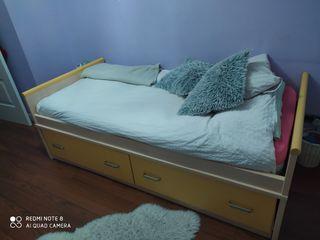 cama de habitación de niño