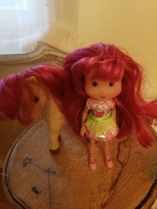 Muñeca Tarta de Fresa y su caballo