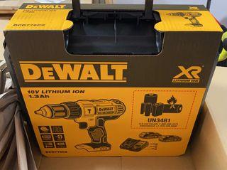 Taladro eléctrico DEWALT+ 2 baterías