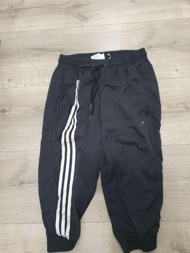 de madera película diferente a  Pantalon Adidas deporte negro de segunda mano por 12 € en Beniel en WALLAPOP