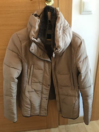 Abrigo corto de mujer, de Zara talla L