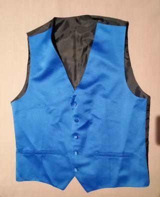 Chaleco, corbata y pañuelo todo de seda