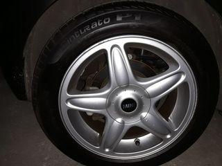 Llantas y neumático de Mini Cooper.