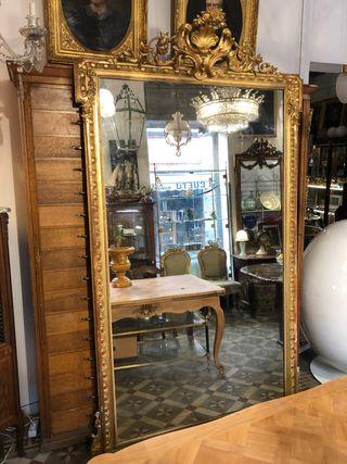 Monumental espejo de palacio