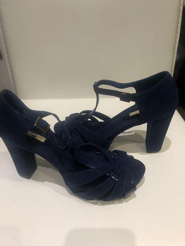 Sandalias tacón color azul. Talla 38