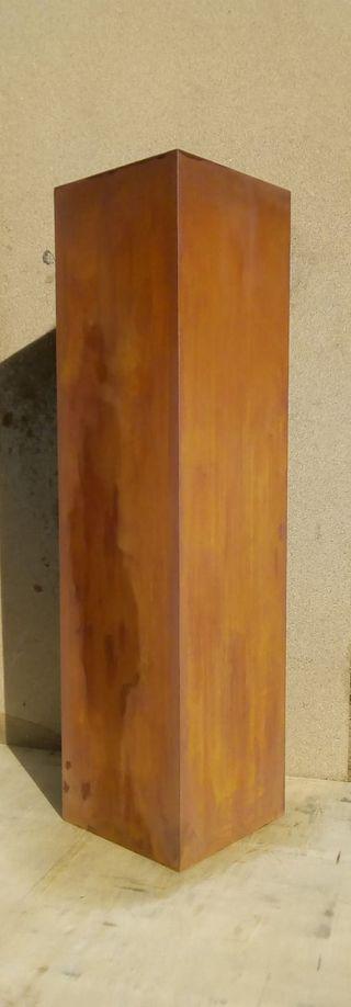 Pedestal acero