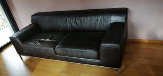 Sofá de piel roto