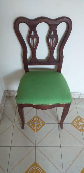 silla antigua con tapizaco en verde