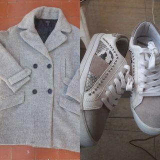 abrigo de paño y zapatillas