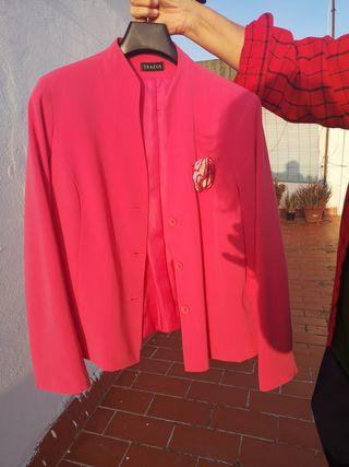 Traje falda y chaqueta para boda