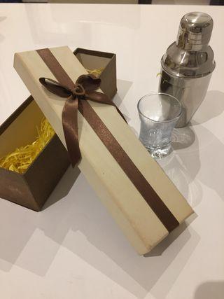 Caja regalo mini coctelera + vaso