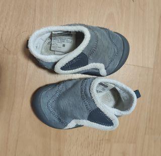 Zapatillas bebé talla 23