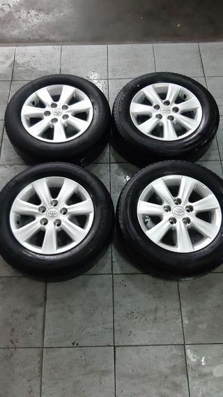Juego de llantas y neumáticos Toyota Auris