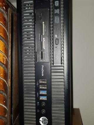 Se vende Torre HP i5 con monitor Samsung 20p