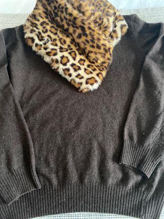 Conjunto jersey y cuello marrón