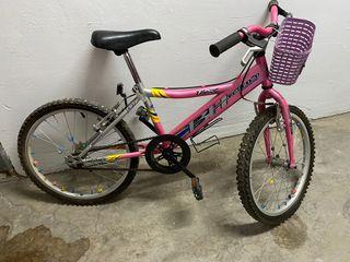 Bicicleta infantil seminueva