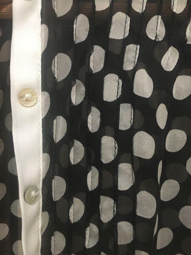Camisa blanca y negra topos mujer