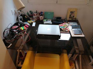 Conjunto de mesa estudio y sillón.