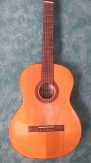 guitarra española sonido potente 250€