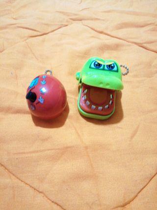 2 llaveros juguetes