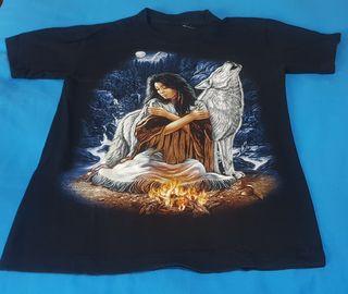 Camiseta negra decorada montaña luna mujer lobo