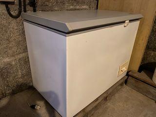 Congelador 100 (ancho) x 80 (alto) x 60 (fondo)