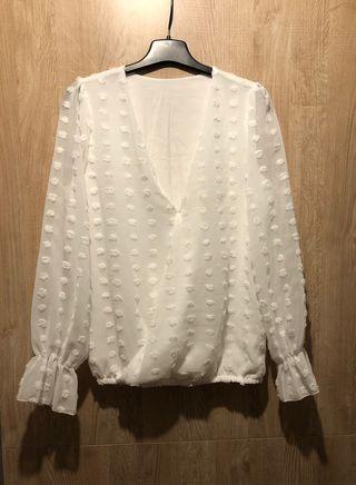 Camisa blanca semi transparente