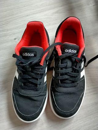 Zapatillas chico Adidas T-38'5, como nuevas.