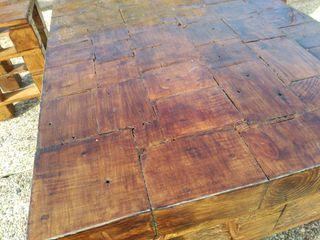 mesa y bancos de madera de pallets