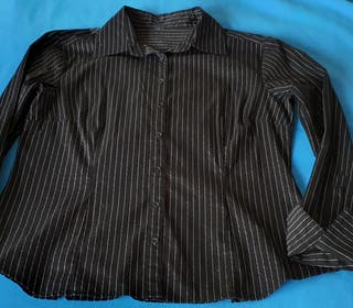 Camisa traje ejecutivo negra líneas blancas