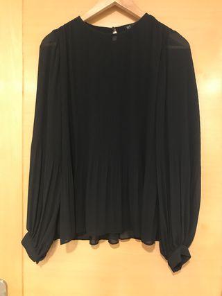 Blusa plisada negra de Zara.T. S