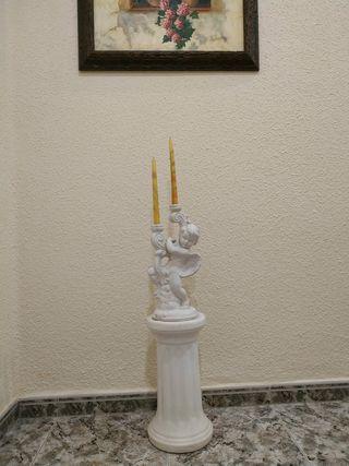 columna con escultura de cerámica. 95cm de altura.