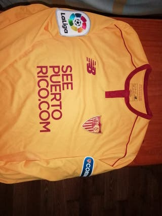 camiseta preparada para juego Sevilla fc. lenglet