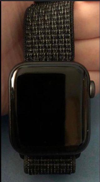 Se vende apple watch serie 4 de 40mm nike+ Lte