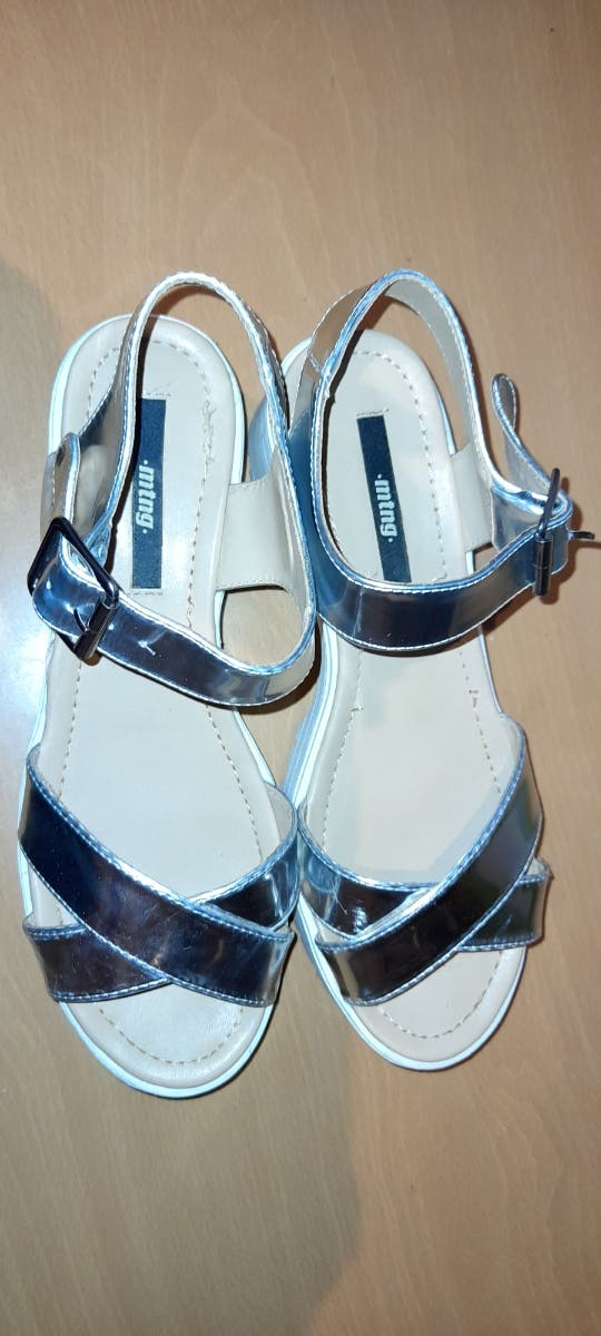Sandalias plata con suelablanca