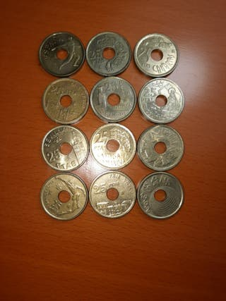 12 monedas de 25 pts