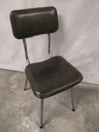 antigua silla metálica y de madera