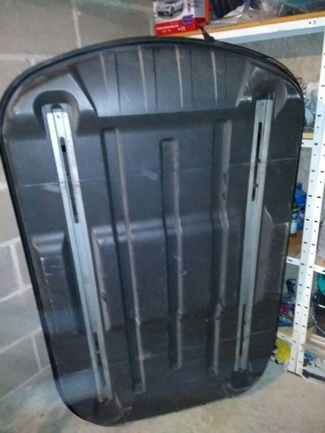 Cofre Bermude 400 litros con barras de sujección