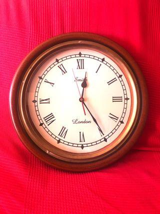 Reloj grande de madera