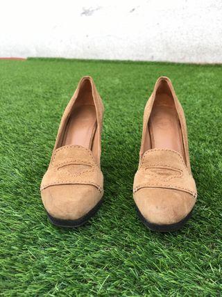 Zapatos tacón piel/ante de Uterqüe