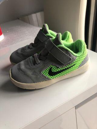 Zapatilla Nike 23,5