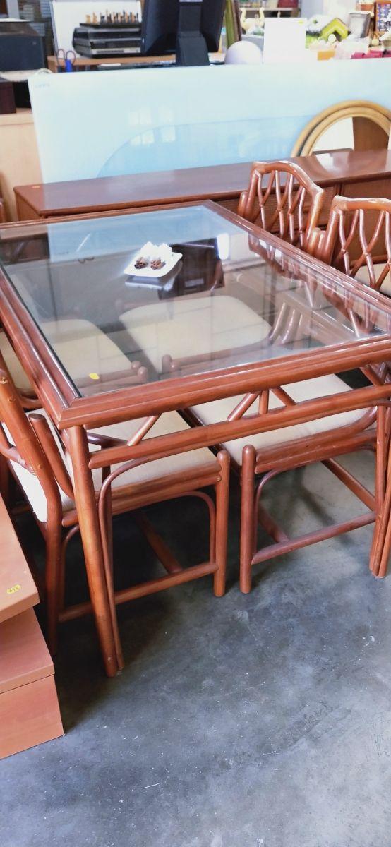 Mesa y sillas bambú