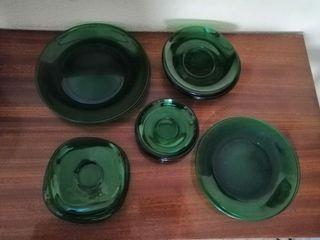 Surtido de platos festivos en cristal verde