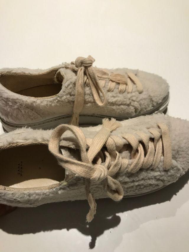 Zapatillas borreguito Zara