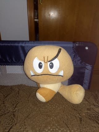 peluche goomba del Mario