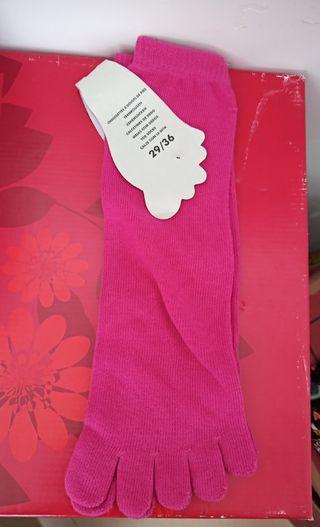 Calcetines nuevos de dedos