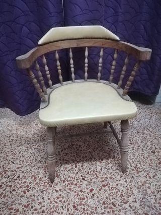 silla, sillón de madera para restaurar