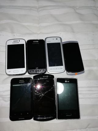 Vendo 7 teléfonos móviles antiguos