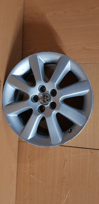 Llanta Toyota avensis de 16 pulgadas